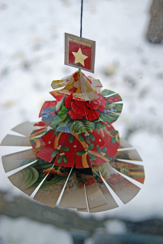 http://thinlyspread.co.uk/2010/12/21/recycled-christmas-card-craft/